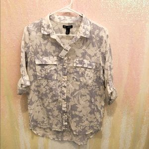 GAP blue and white floral button down NWT